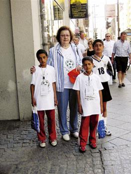 Waltraut Schoeler mit den 3 LEARN & play Kindern in Berlin 06.jpg